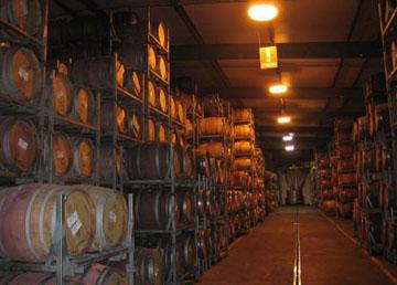 高品质的红酒一般都经过橡木桶陈年